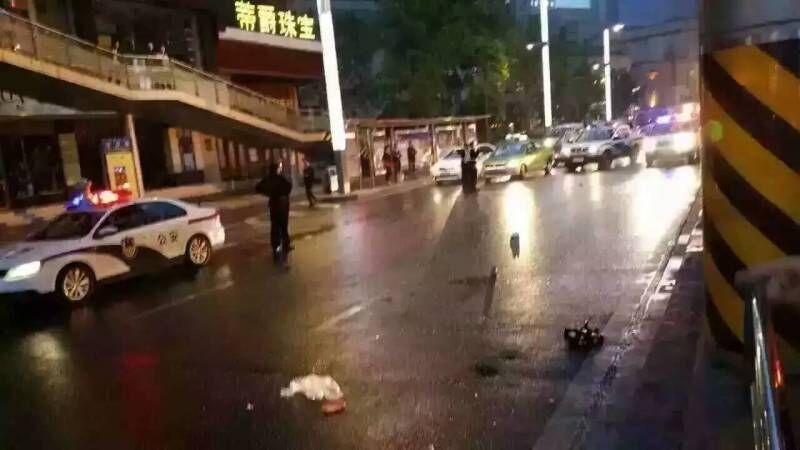 成都总府路清晨发作事故 两名男子命丧上班路