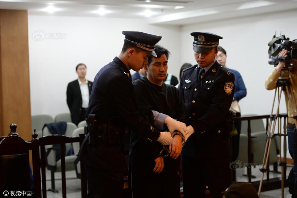 图为陈良涛在法庭上. 图片来源:视觉中国