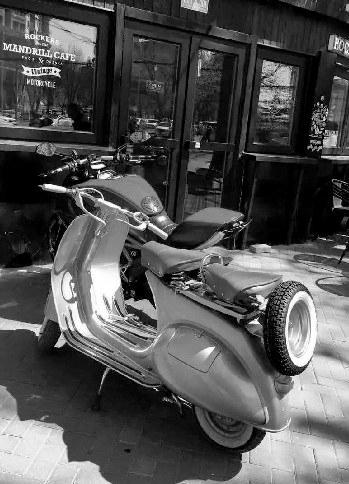 失贼的两辆摩托车。