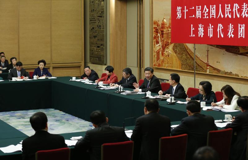 图为:2016年3月5日,习近平参加十二届全国人大四次会议上海代表团的审议。