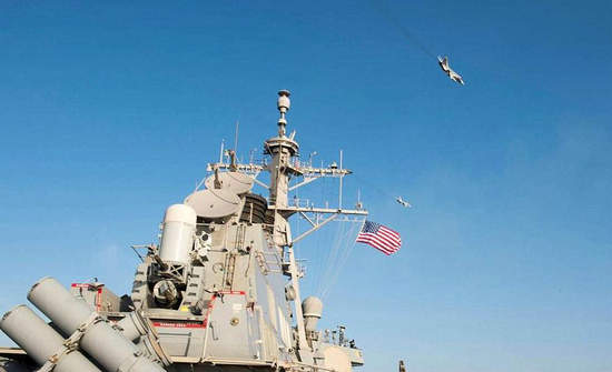 """据英国路透社4月13日报道,美国军方称,两架俄罗斯战斗机在波罗的海上空飞临美国导弹驱逐舰时,进行了""""模拟攻击""""。一名美军官员表示,这是他记忆当中(俄罗斯)最有""""侵略性""""的一次行动。该官员称,13日早些时候,俄罗斯的苏-24战斗机11次飞过战舰所在海域附近,并多次抵近美军舰,这打破了水面上的平静。"""