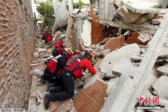 厄瓜多尔当局紧迫发动一万多名军警投入救灾步履。