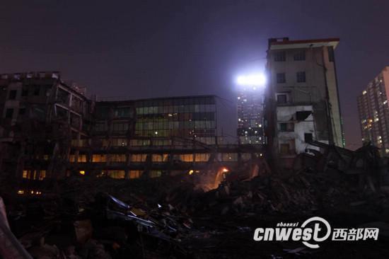 记者赶到拆迁所在后看到,烟雾根本曾经散去。