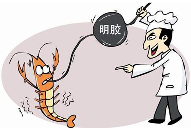据专业人士介绍,注胶虾的颜色,看起来会显得过于新鲜,肉感也比较瓷实,虾体膨胀且容易剥离。如果摊贩使用的是食用明胶,一般不会对顾客的健康造成伤害。若是添加了工业用胶,就可能含有重金属和致癌物。
