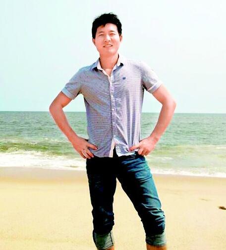 图为:刘明在大西洋边留影