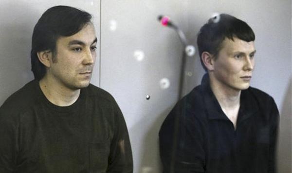 被捕俄军事职员亚罗费耶夫(Yevgeny Yerofeyev)和亚历桑德罗夫(Alexander Alexandrov)在法庭听证会上