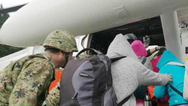 今朝,没有国家旅客在这次地动伤害亡的公布音讯。一个国家旅行团在日当地动中被困,当天也被日本营救队运用直升机救出。
