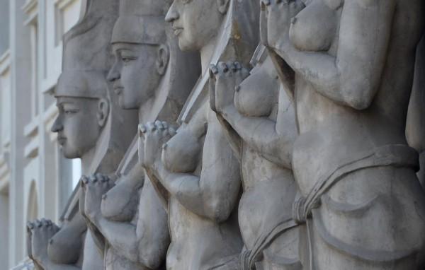 埃及艳后雕像。