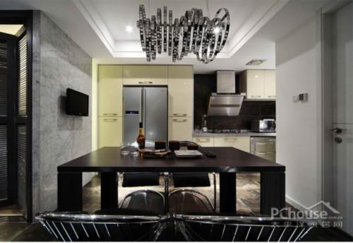 做旧效果的实木楼梯、橱柜等.-厨房设计效果图 让家居生活美美哒