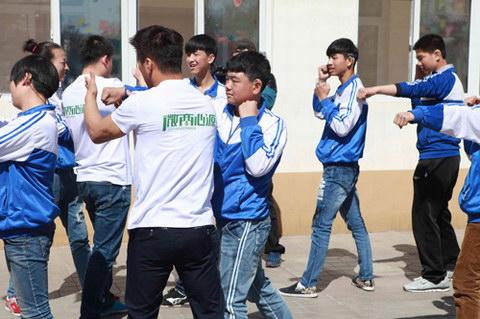 子弹搏击俱乐部教孩子们防身术