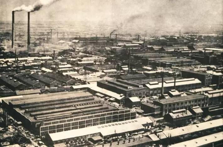 中捷友谊厂始建于1933年,一部分为日本满洲工作机械株式会社。东北解放后,更名为东北机器五厂,1953年再次更名为沈阳第二机床厂
