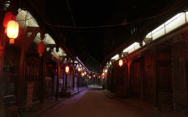 夜深时的街子古镇 本文照片均系澎湃新闻记者 程艺辉 摄