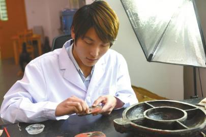 漆木器修复师李阳/ 26岁