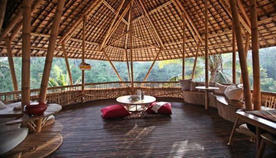绿色村庄是位于印尼巴厘岛上爱咏河边的一个生态住宅小区,由当地的
