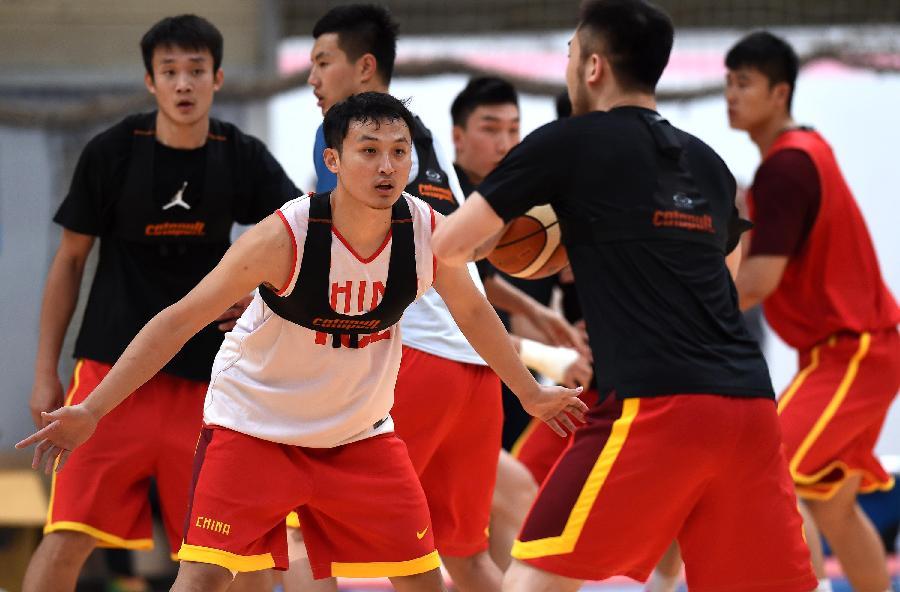 (体育)(6)篮球--中国男篮继续在昆明海埂进行高