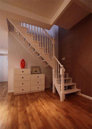 进一步看楼梯,楼梯是本次装修的重点对象,呵呵   楼上阁楼,开放书房