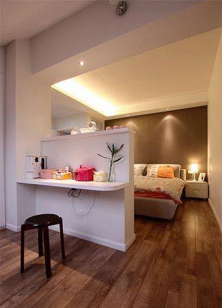跃层房子装修效果图:卧房电视背景后面