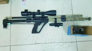 缉获的气枪 警方供图
