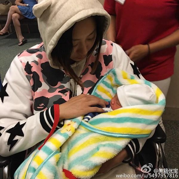朱芳雨/朱芳雨妻子和刚出生的宝宝