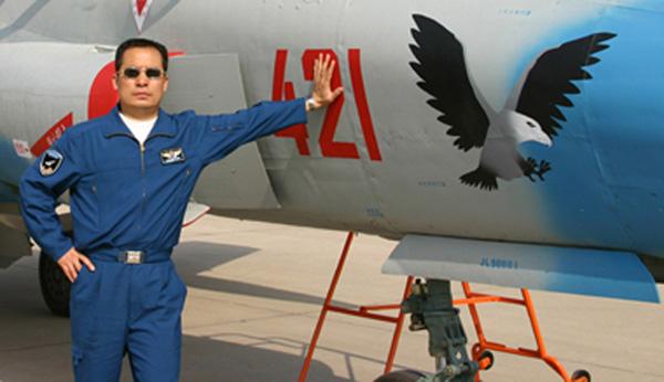 《人民日报》公布了来自军事专家徐勇凌的这一估测。徐勇凌表示,大型飞机的试飞周期通常在3至5年左右。鉴于运-20的研发和生产均未遇到瓶颈性难题,因而今年便可投入使用。图为中国自主发展的运-20大型运输机在进行试飞。