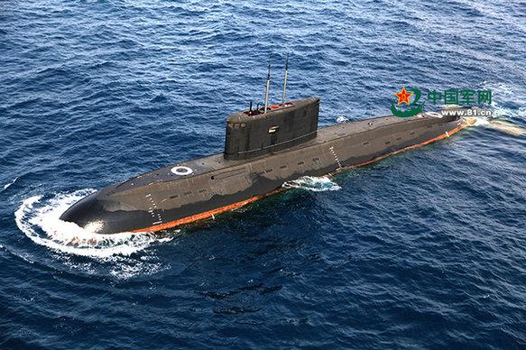 图为372潜艇水面航行。周演成摄