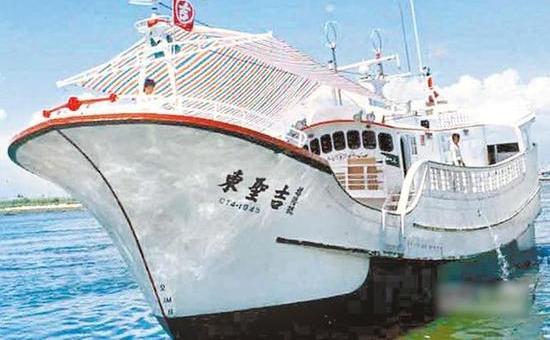 """被日本扣押的台湾""""东圣吉16号""""渔船。"""