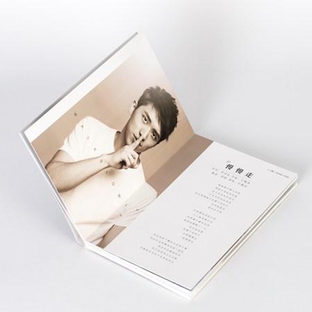 《Light》专辑内页写真