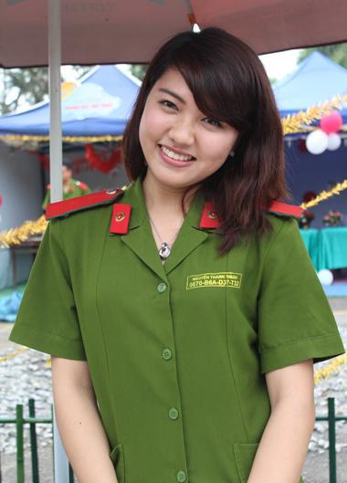 越南女兵穿新式军服大拍靓照(组图)