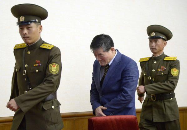 当地时间2016年3月25日,朝鲜平壤,此前被朝鲜逮捕的韩裔美国人金东哲(音译)出席记者会。东方 IC 图