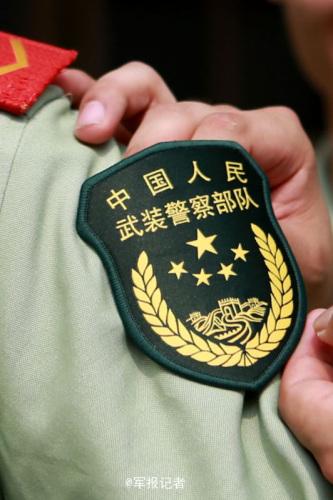 深圳武警官兵改换新式臂章胸标 外观霸气图片