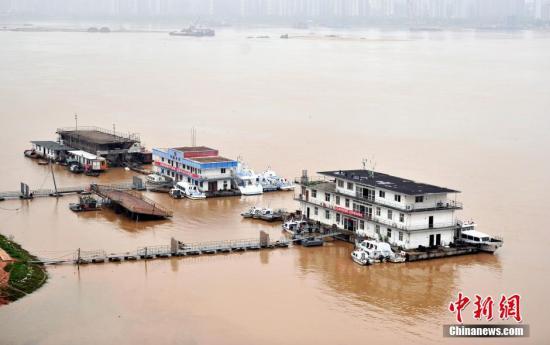 资料图:4月23日,江西第一大河赣江南昌段水位持续上涨。连日来的强降雨致赣江水位迅猛上涨。刘占昆 摄