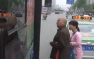 大爷喷女性公交:歧视男人