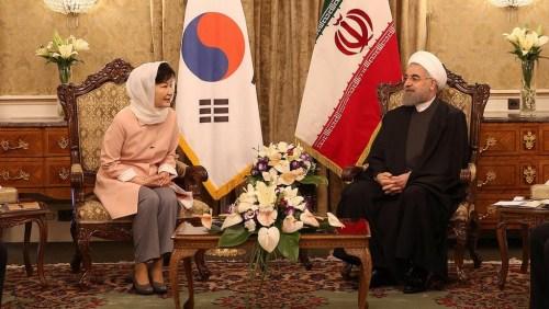 韩国总统朴槿惠与伊朗总统鲁哈尼会晤。