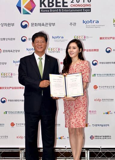 [日韩星闻]秋瓷炫携手韩国人气男团 担任韩中文化交流大使