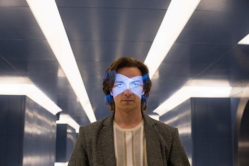 X教授在脑波室门口