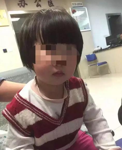 南京玄武警方通过很多艰辛、粗疏的事情,跋涉千余千米,终究在距女童被抛弃70个小时后,在江西某地找到了孩儿的爸爸妈妈。收集材料