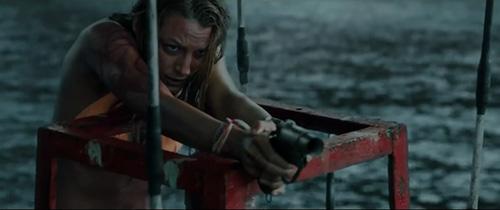 《浅滩》震撼预告出炉_美女绝境单挑食人鲨
