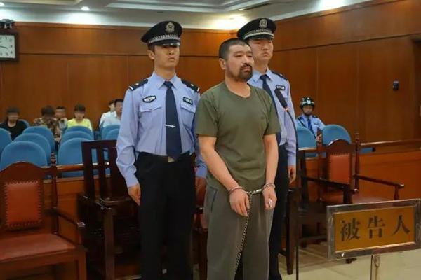 2016年5月4日,济南中院休庭对张永春做出一审裁决:张永春犯成心杀人罪,判处极刑,延期二年履行,褫夺政治权力毕生,制约弛刑。
