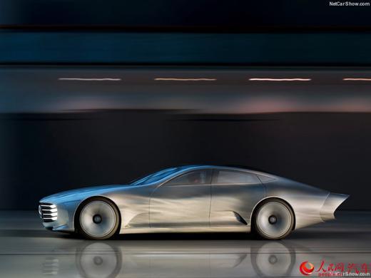 """奔驰IAA概念车此前在2015年9月的法兰克福车展首发。奔驰IAA概念车名称中的""""IAA""""即为""""Intelligent Aerodynamic Automobile"""",译为""""智能空气动力学汽车"""",车身设计经过空气动力学优化,让该车的风阻系数仅为0.19。"""