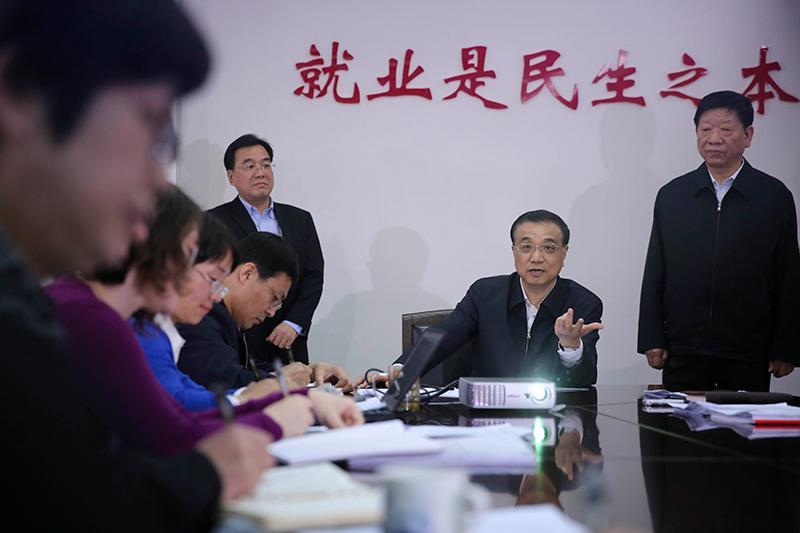 李克强:在推动经济发展中促进就业稳定增加