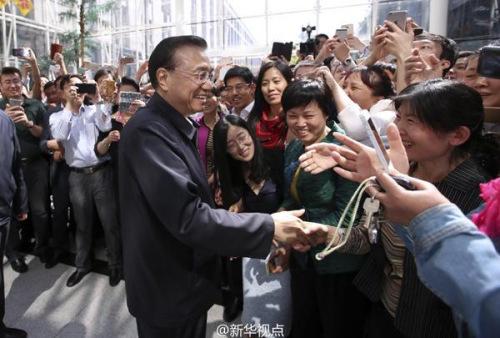 中新社北京5月6日电中国国务院总理李克强6日在考察人力资源和社会保障部时强调,就业是民生之本,怎么强调都不过分。稳增长根本是为了保就业。