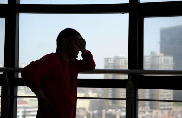 """5月7日上午,刘永伟在德律风中通知磅礴股票论坛 ,之以是瞒哄4个月再去找徐医附院,是为了到其余病院审查确认""""右肾缺如""""这一究竟。 视觉国家 图"""
