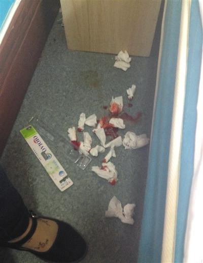 网友鹏鹏(化名)称有学生身体不适流鼻血。本版图片均为网络截图
