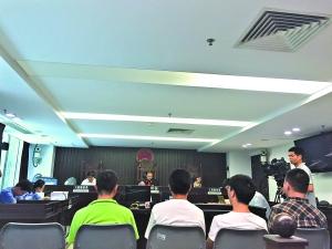 法庭审理四名疑犯。