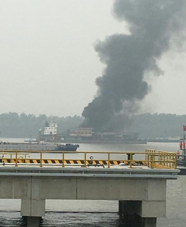 长江南京段浮图水道,散化船闪爆事变现场。图像来自收集