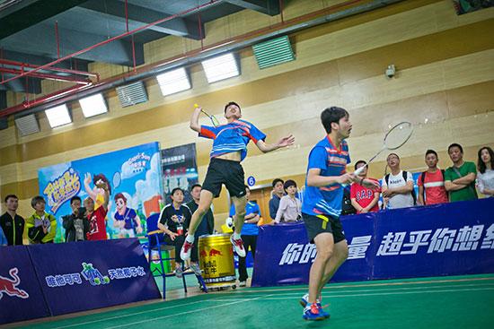 冠军队江苏新程在男双比赛中