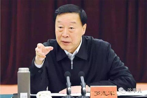 """""""政事儿""""(微信ID:gcxxjgzh)注意到,在去年12月25日至26日的江苏省经济工作会议上,江苏省委书记罗志军曾4次脱稿讲话,分别讲了几个故事。"""