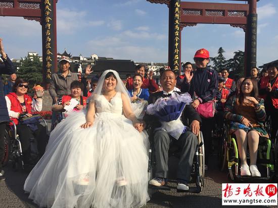 和伤友一起拍的婚纱照