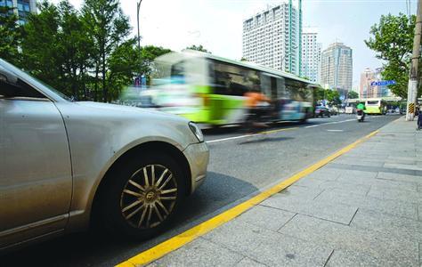外环内要点整治地区的黄虚线配置将停止更新优化 /晨报记者 张佳琪