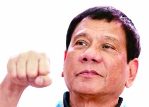 """菲律宾当选总统罗德里戈・杜特尔特10日向外界透露施政计划,打算大幅改革行政治理体系,将过于集中在中央政府的权力下放到地方政府,并将自己在达沃市任市长期间的治安治理经验推广到全国,包括对未成年人实施""""宵禁""""。"""
